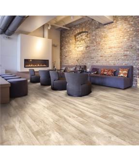 chalet natural oak gres effetto legno salone