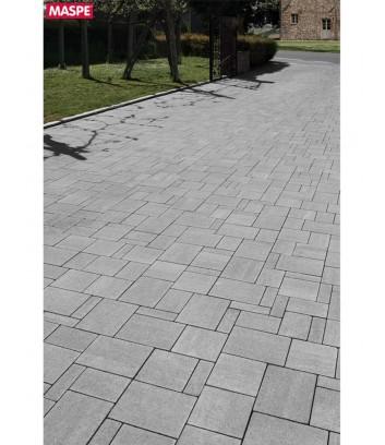 Particolare di vialetto con pavimentazione di autobloccanti filtranti Maspe  texxa grigio serizzo