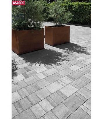 Particolare pavimento esterno con autobloccanti filtranti Maspe  texxa grigio serizzo