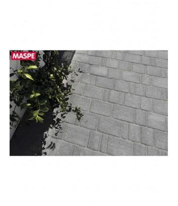 Particolare di vialetto condominiale con autobloccanti limestone grigio titanio