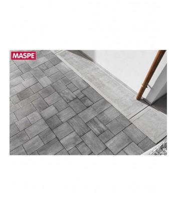 Particolare pavimentazione esterna con autobloccanti skema grigio serizzo Maspe