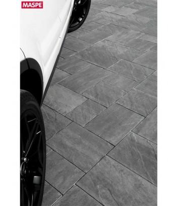 Particolare parcheggio con pavimentazione skema sandstone grigio titanio Maspe
