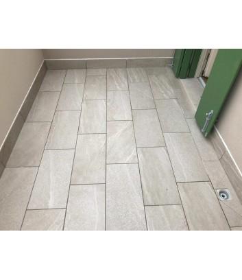 pavimento esterno in gres effetto pietra chiaro