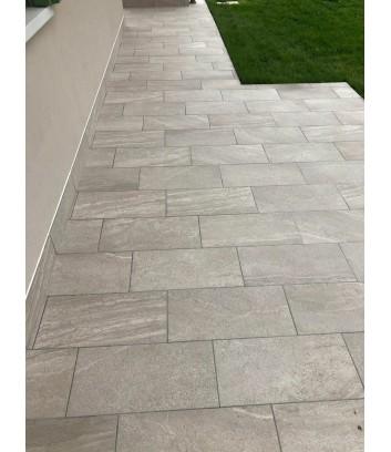 marciapiede esterno con gres effetto pietra