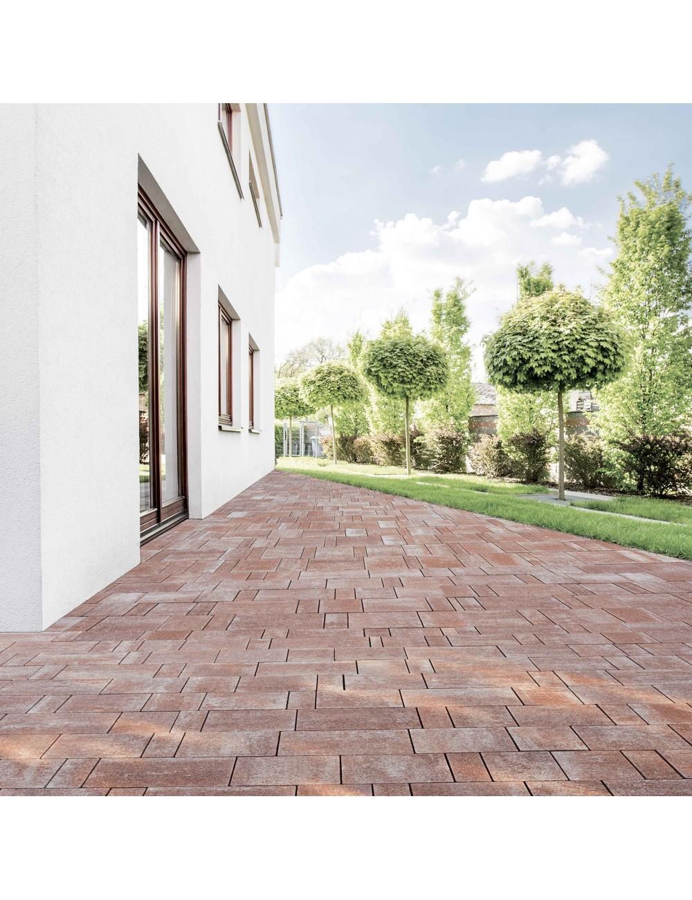 Vialetto di casa con pavimento di autobloccanti filtranti Maspe  texxa rosso alicante