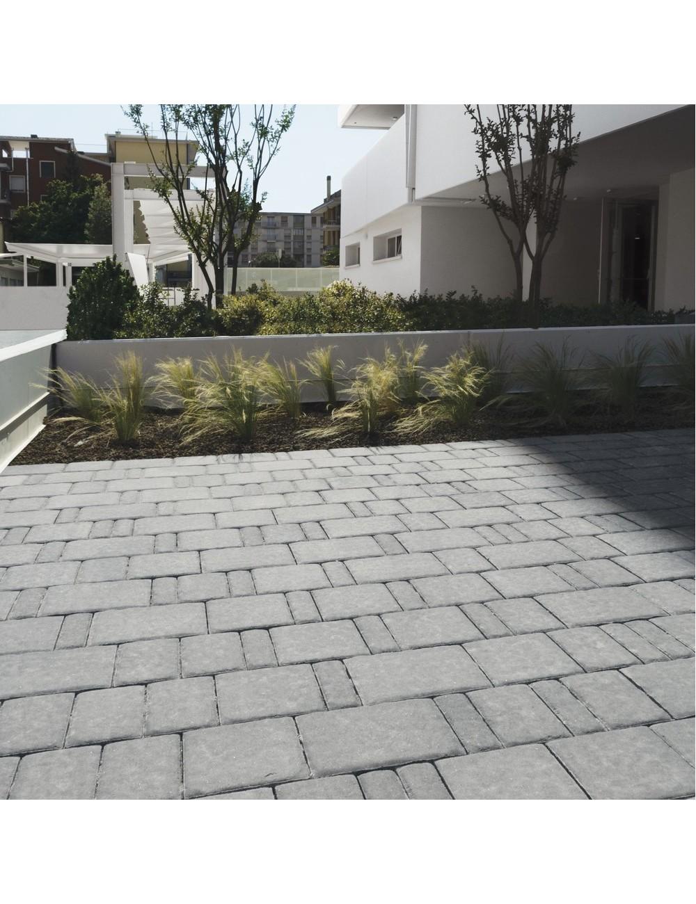 Pavimentazione ingresso condominiale con autobloccanti limestone grigio titanio Maspe