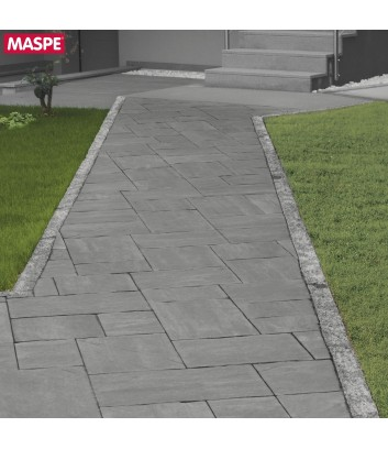 Dettaglio vialetto d'ingresso con massello autobloccante skema sandstone grigio titanio Maspe
